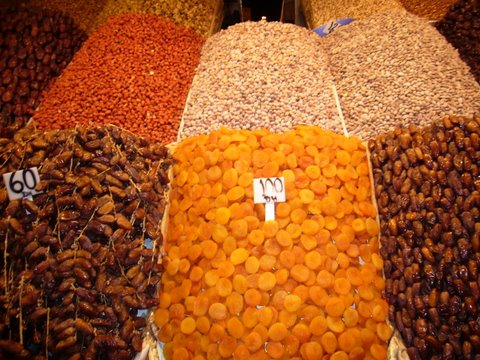 A History Tour of Moroccan Dates – 45 Varities & Delicious Recipes